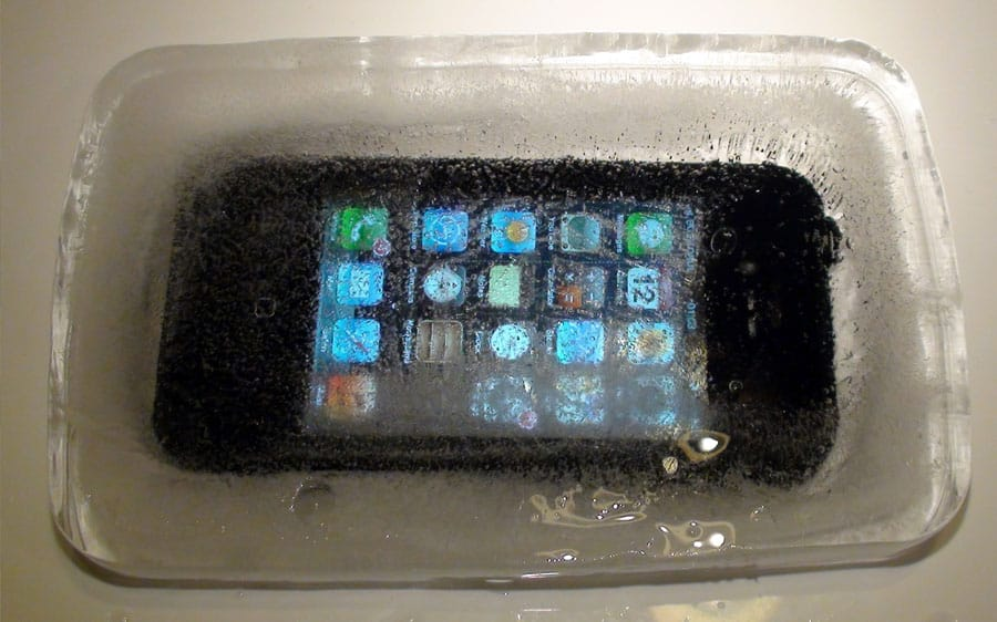 How to Keep your iPhone from Dying during the Winter
